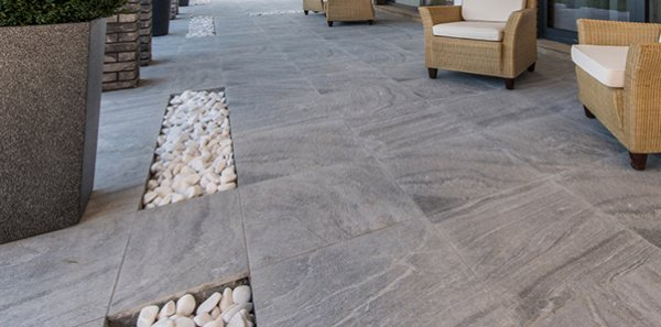 Balcony and terrace floor coverings